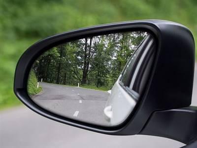 شیشه های جانبی اتومبیل